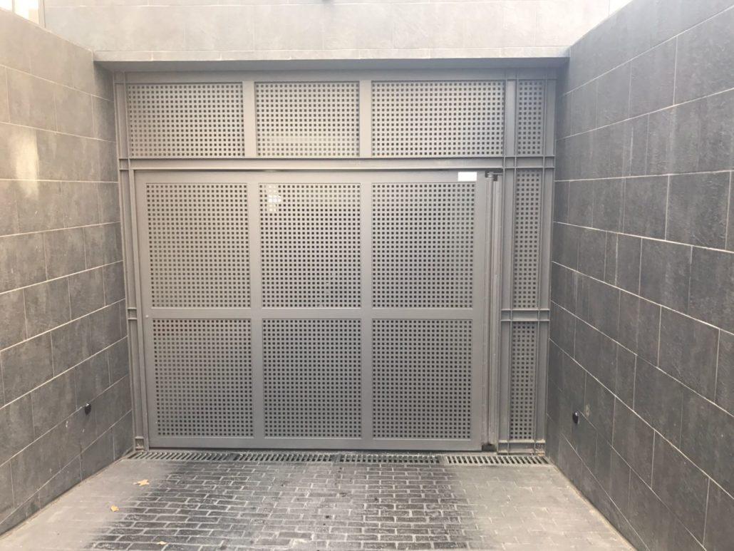 Puertas de chalets garajes o negocios carpinter a for Garajes chalets